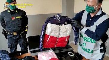 False griffe vendute online nel Napoletano, sequestro per 200mila euro