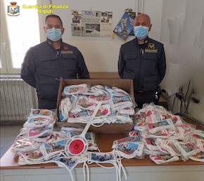 Mascherine per bambini non a norma, sequestro della Guardia di Finanza di Napoli – foto e video –