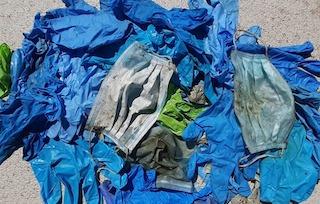 In costiera sorrentina campagna contro l'abbandono di mascherine e guanti in strada