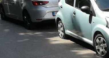 Auto con le ruote squarciate a Nerano. Staiano: Mancano controlli