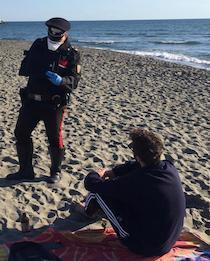 Controlli lungo le spiagge nel primo weekend della fase 2. Vietato prendere il sole