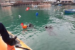 Ormeggi abusivi al porto di Vico Equense, blitz della Capitaneria – foto –