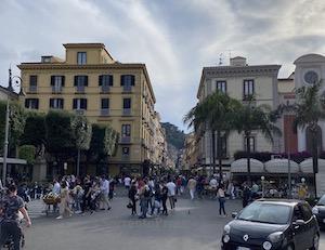 Turismo. Sorrento riparte con tariffe in altalena