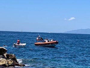 Affonda barca con 8 persone a bordo a Sant'Agnello, salvati da gestori di un lido