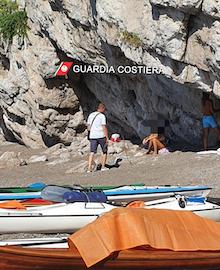 In spiaggia a Vico Equense nonostante il divieto, multati