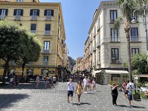 L'europarlamentare Adinolfi: In Italia troppe regole, turisti scelgono altri Paesi