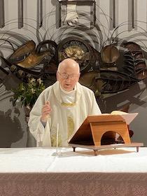 Da 60 anni guida pastorale nella stessa parrocchia, festa per don Antonino al Capo di Sorrento