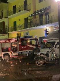 Fulmine colpisce palazzo a Sorrento, principio d'incendio e blackout