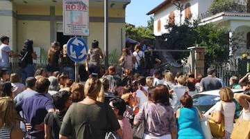 Manifestazione per 23 cani in un appartamento a Sant'Agnello, 2 misure cautelari