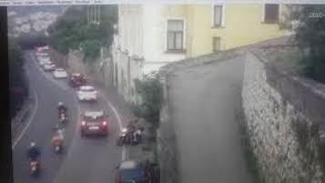Motociclisti rischiano di essere investiti da una frana lungo la Sorrentina – video –