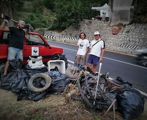 Una tonnellata di rifiuti rimossa dai volontari Wwf dal rivo della Meta-Amalfi