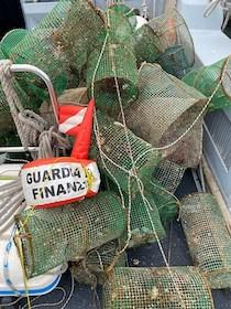 Oltre 200 nasse illegali nel mare di Sorrento, sequestrate
