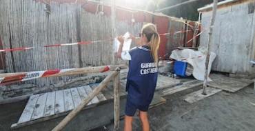 Sequestrata una struttura in legno sulla spiaggia di Vico Equense