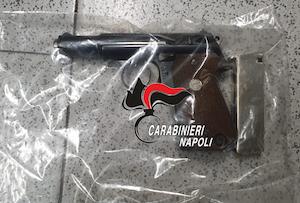 pistola-carabinieri-sorrento-111020