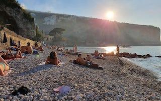 A Vico Equense dal weekend spiagge libere solo per residenti