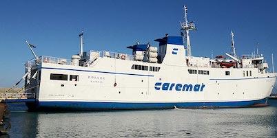 Traghetto sfida la mareggiata e arriva a Sorrento per far vaccinare i medici di Capri