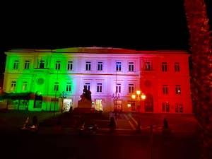 Il Comune di Sant'Agnello si illumina con il tricolore