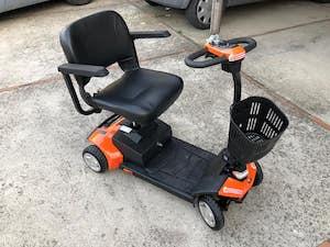 Sorrento. Dona a disabili le carrozzine elettriche che voleva noleggiare ai turisti