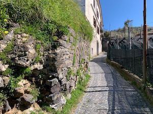 Sorrento. Muri a rischio in via Festola, mentre da 7 anni si attende il viadotto di via Fontanelle – foto –