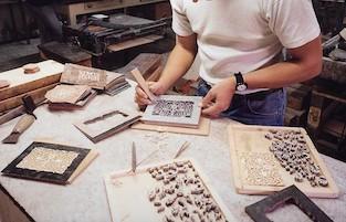 Artigiani di Sorrento disegnano la nuova baguette Fendi