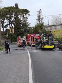 Bus a fuoco a Piano di Sorrento, nessun ferito