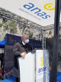 De Luca contestato ad Amalfi dagli operatori turistici: Presto i vaccini