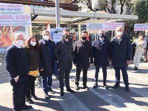 I sindaci in piazza a Sorrento con i lavoratori del turismo