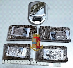 Due ragazzi arrestati con 400 grammi di hashish a Meta