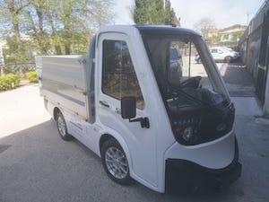Un nuovo veicolo elettrico per la raccolta differenziata a Massa Lubrense