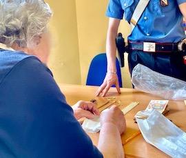 Truffano 91enne a Sorrento, arrestati. La vittima ai carabinieri: Siete angeli – foto –