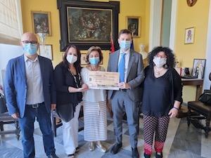 Famiglie in difficolta a Sorrento, il ricavato del Maggio Solidale consegnato al sindaco