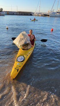 """A Sorrento """"caccia alla plastica"""" in kayak"""