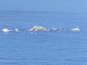 La suggestione del rito in ricordo dei morti in mare al Vervece di Massa Lubrense – foto –