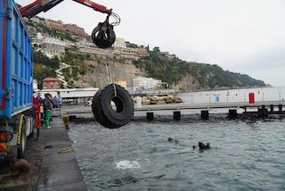 Oltre 750 chili di rifiuti rimossi dal mare di Sorrento
